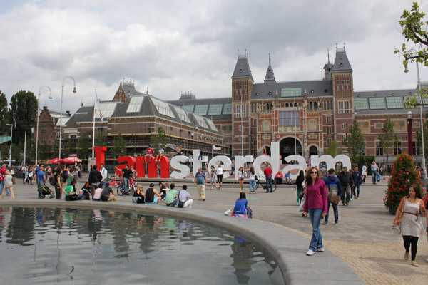 Image 8><p>The approach to the Rijksmuseum.</p></div>  <div><img src=